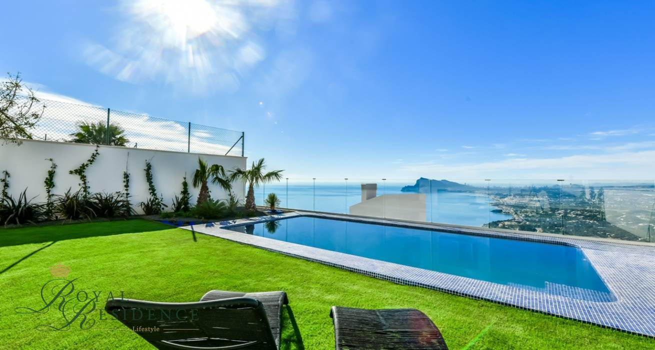 MODERN DETACHED HOUSE IN ALTEA