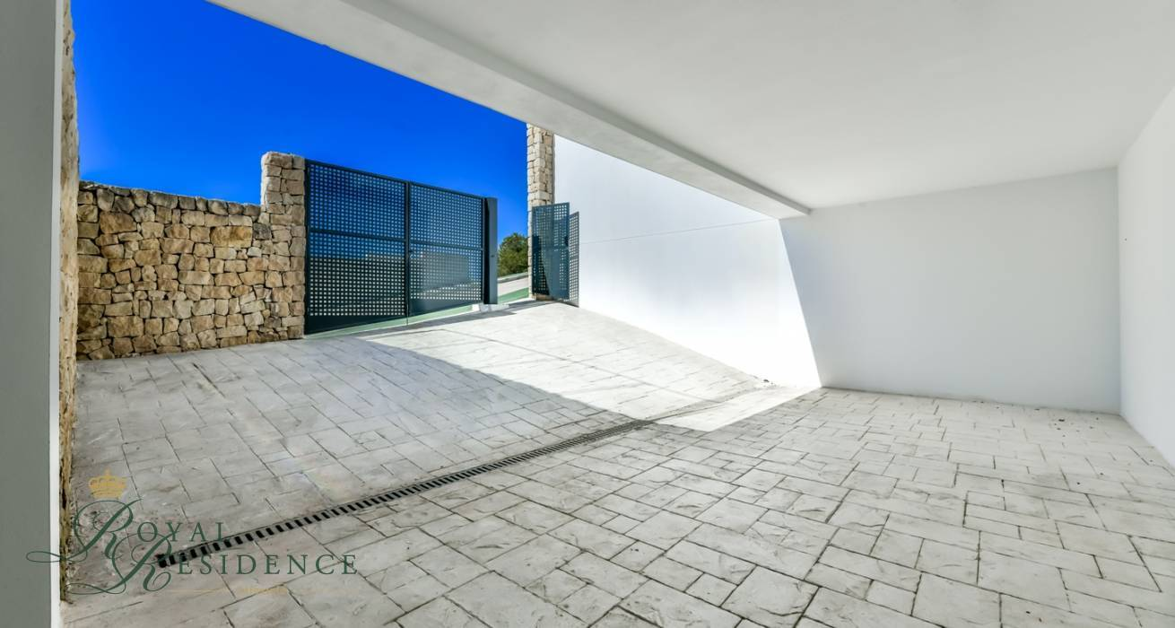 Modern detached house in Altea