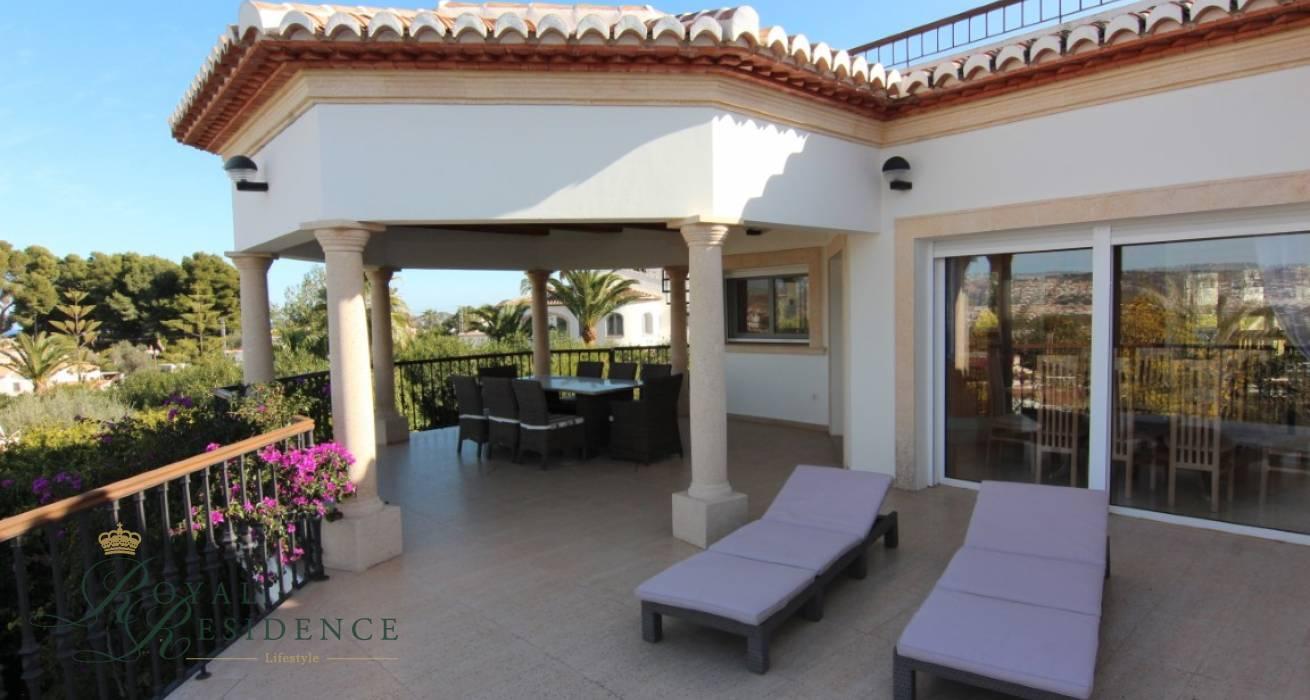 Beautiful villa with sea views in Javea
