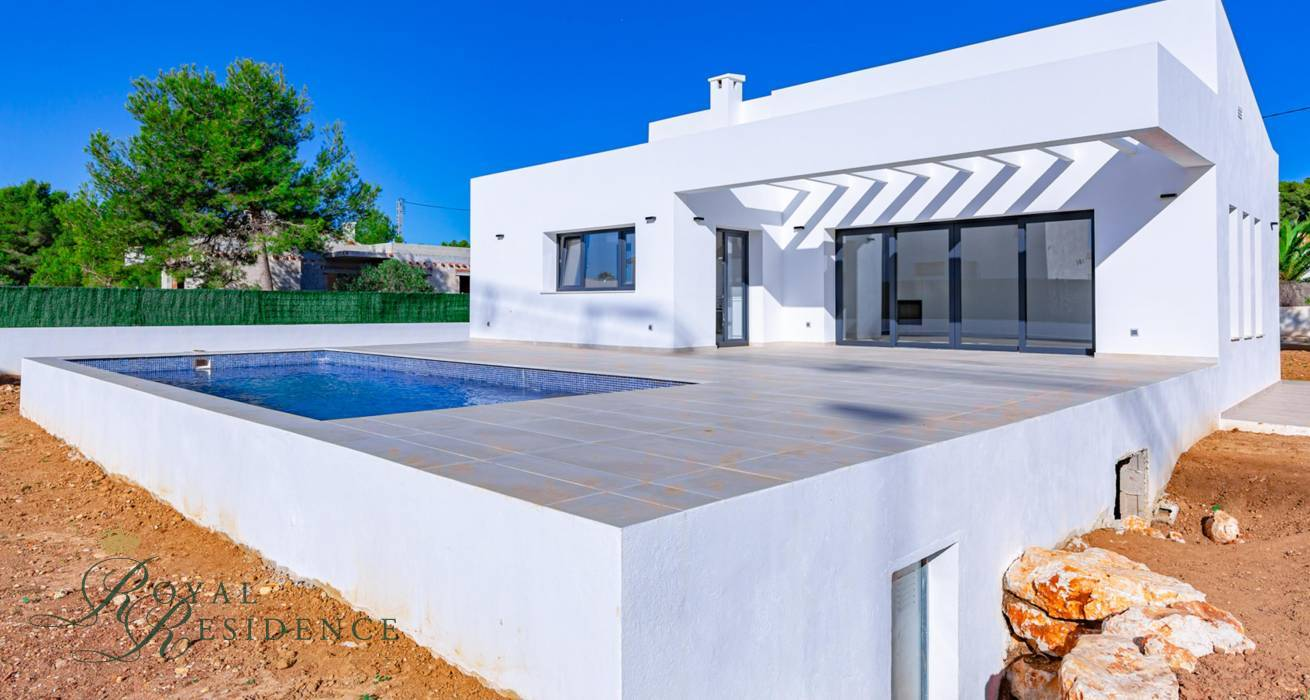Compact wheelchair friendly villa of new construction in Javea