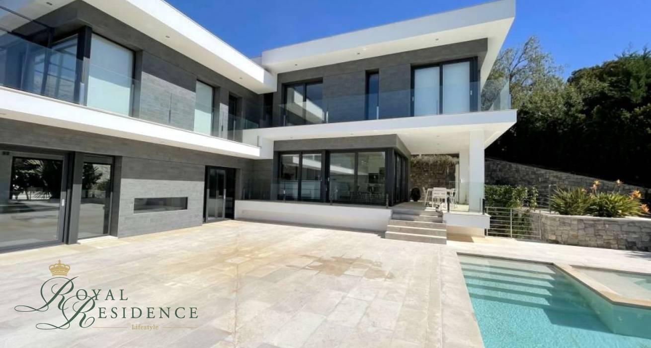Luxury villa with sea views in Altea