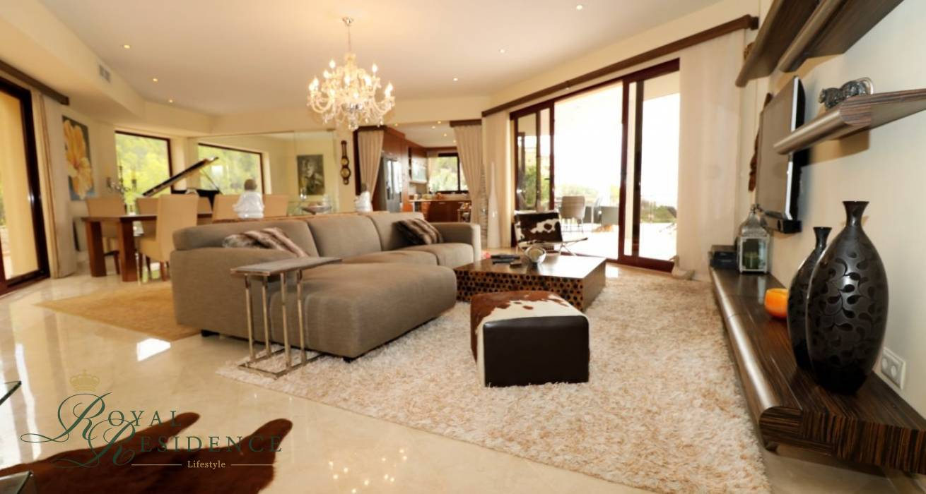 Spacious luxury Villa with sea views in Altea