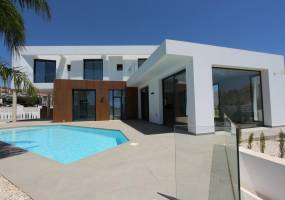 Key ready south orientated villa in Calpe