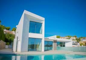 Modern villa with sea views in Benissa