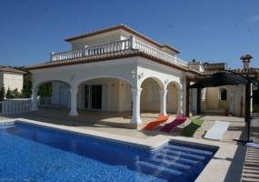 Modern villa close to golf course in Javea