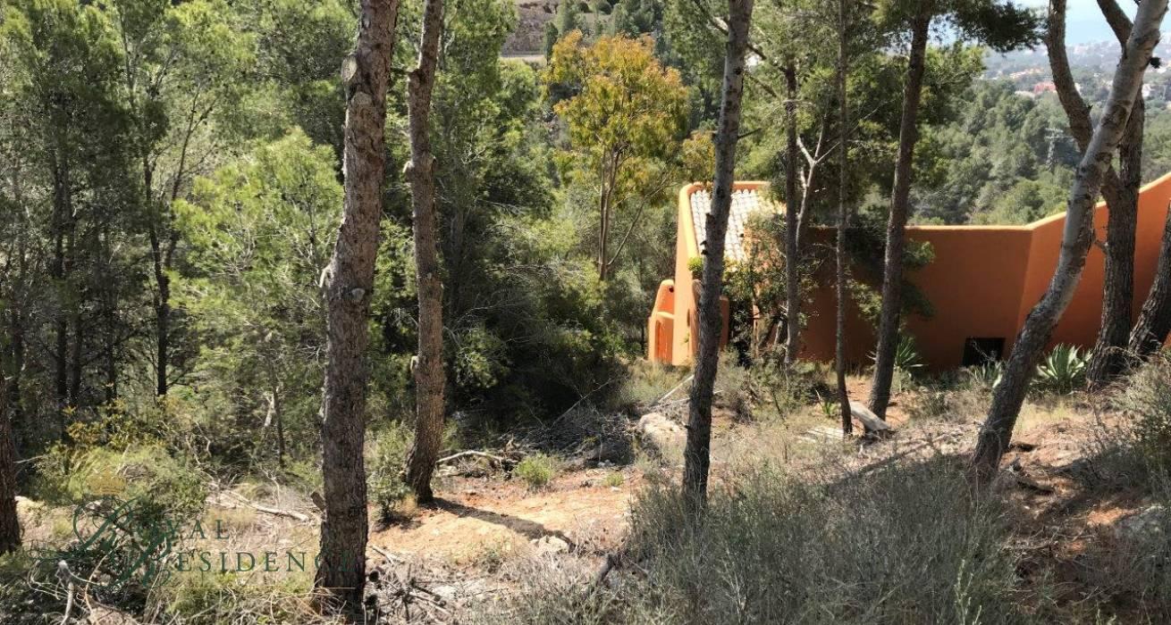Downward sloping plot in Sierra de Altea