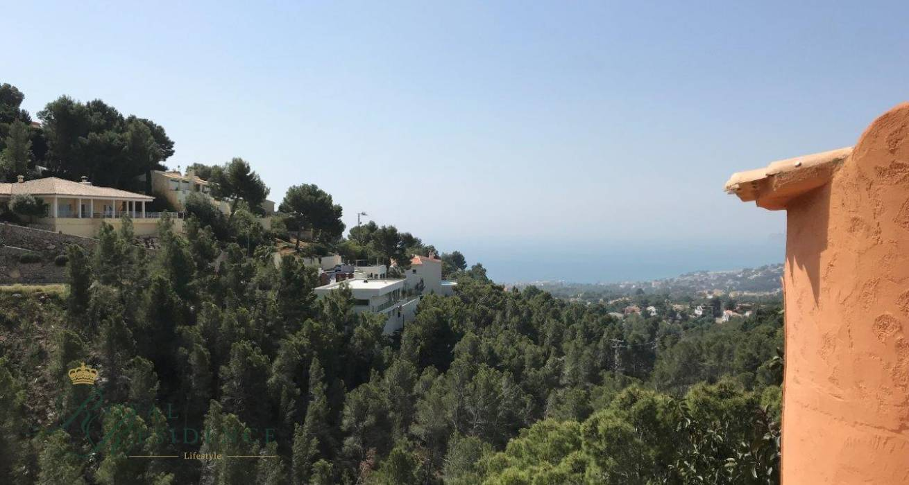 Downward sloping plot in Sierra de Altea