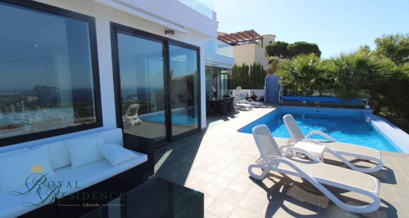 Renovated Mediterranean style villa with sea views in Benitachell