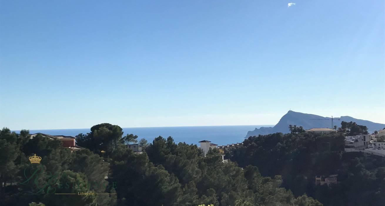 Plot with sea views in Altea