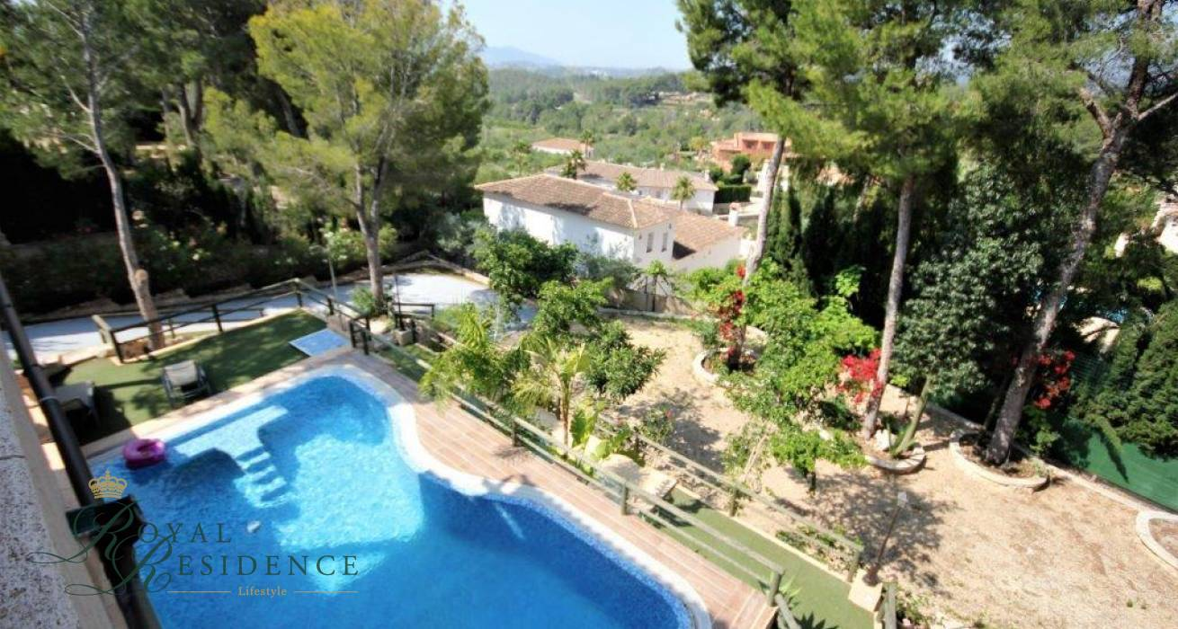 Price reduced traditional style family villa in Altea La Vella