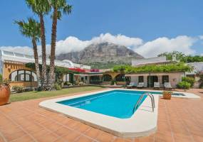 Extensively renovated villa in Javea