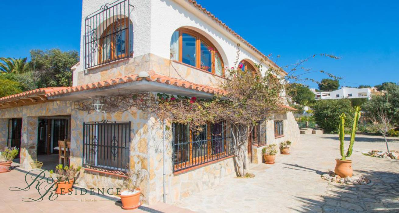 Villa with 2 independent accommodations in Benissa